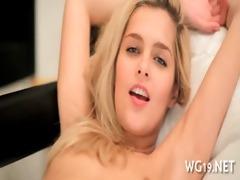 hotty posing & masturbating