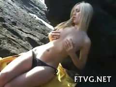 beauty fists her girlfriend